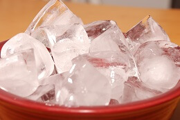 Ice helps reduce pain and inflammation, making it a popular natural knee pain solutions.